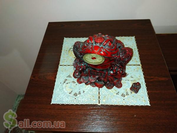 Фото Продам фигурку Трехлапая жаба с монетой