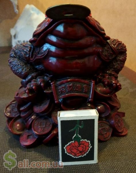 Продам фигурку Трехлапая жаба с монетой Антиквариат